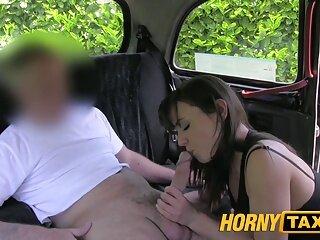 Casada transando no taxi para pagar a corrida